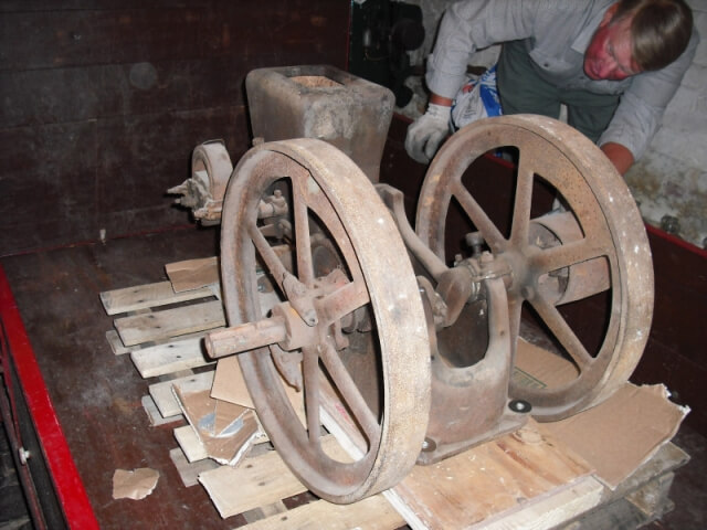 Ottawa 2.5 HP open crank stationary engine - 02